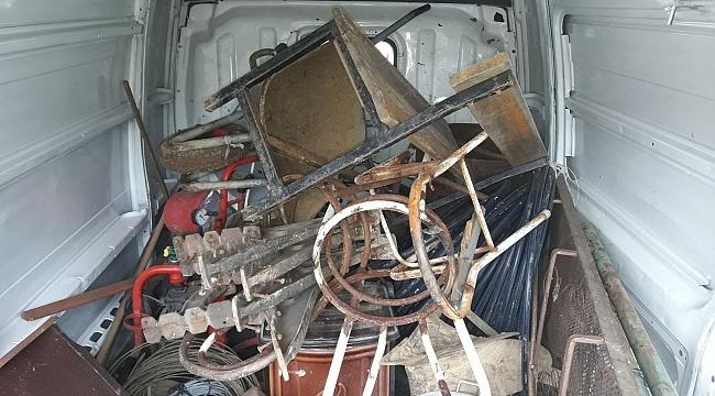 Çaldığı Eşyaları Kamyonete Yükledi, Kaçarken Yakalandı