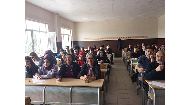 Geyve MYO Öğrencilerinden İngilizce Başarısı